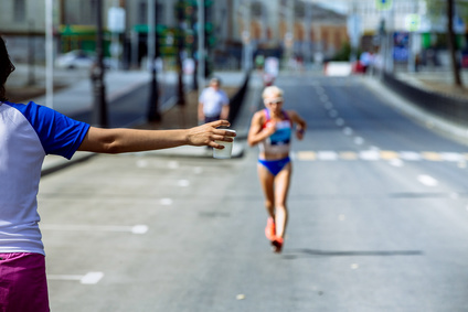 マラソン制限時間と戦うランナー